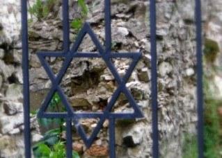old-synagog-ruins-1