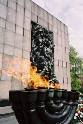 warsaw-ghetto-heroes-1